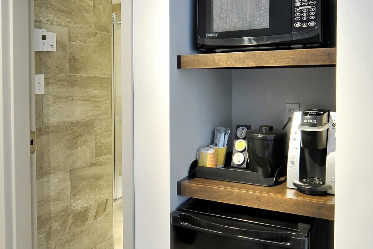 Chambre-superieure-familiale-2-lits-queen-salon-4