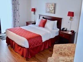 Chambre CONFORT, 1 lit Queen, accessible aux personnes à mobilité réduite