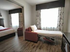 Chambre supérieure, 2 lits Queen et petit salon avec 1 divan-lit Simple